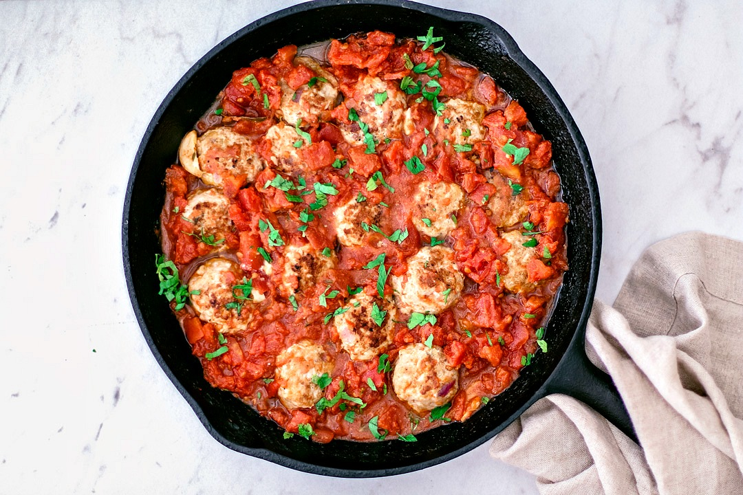 Skillet with turkey meatballs and marinara sauce.