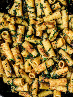 Garlicky Rigatoni Pasta with Spinach and Toasted Breadcrumbs