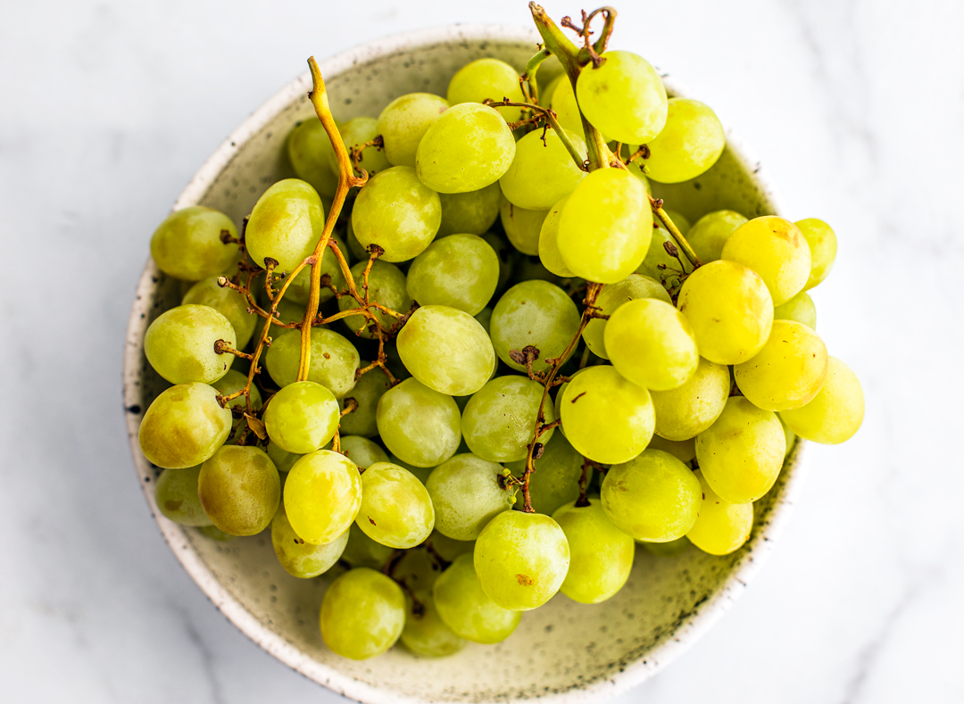 Bowl of green grapes.